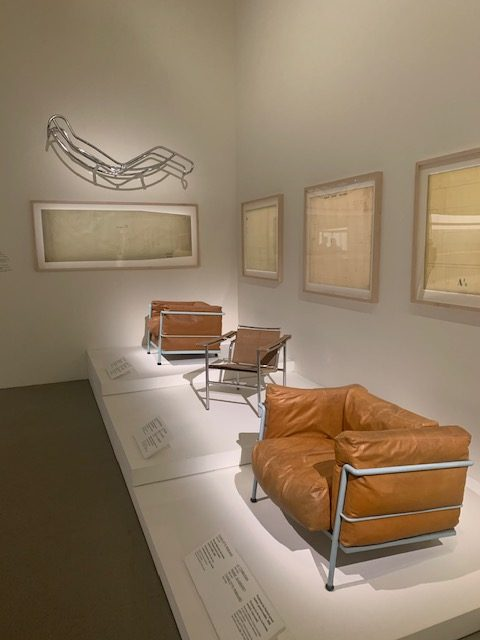 Le monde nouveau de Charlotte Perriand / Le Corbusier : Prototype du fauteuil grand confort, 1929