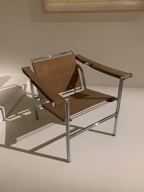 Le monde nouveau de Charlotte Perriand / Le Corbusier : Fauteuil à dossier bascuant, B 301, 1928